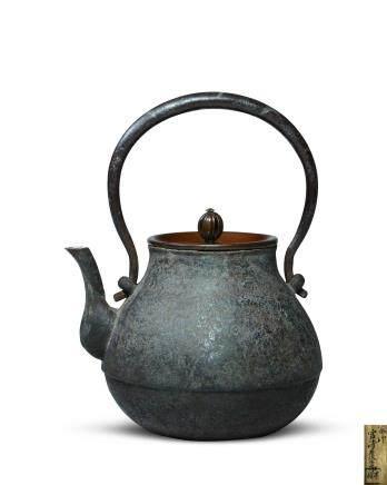 宮崎麥九郎作 鶴首形錯銀鐵瓶