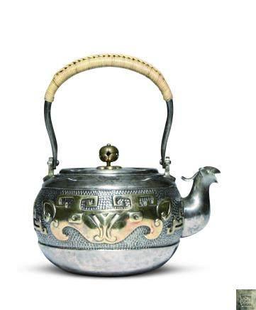 藏六居造 純銀獸面紋壺