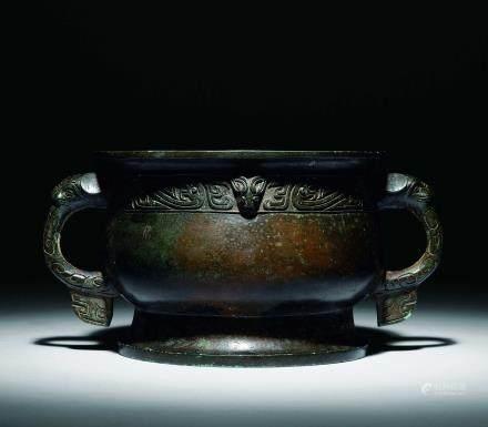 商晚期 青銅獸耳龍紋簋