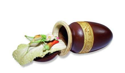 清 牙雕蟈蟈白菜匏形器