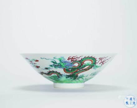 清雍正 鬥彩海水雲龍紋碗