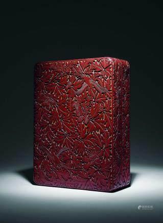 明 黃地剔紅綬鳥穿花長方盒