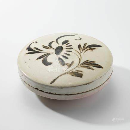 A CIZHOU PAINTED 'FLORAL' CIRCULAR BOX AND COVER