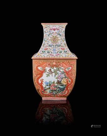 中國 二十世紀 乾隆仿款 粉彩龍鳳浮紋方瓶