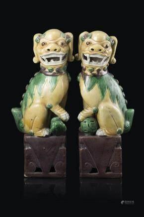中國 十九世紀 素三彩福獅 一對
