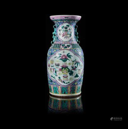 中國 十九世紀 粉彩博古紋雙獅耳瓶
