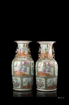 中國 十九世紀 廣彩人物紋雙獅耳瓶 一對