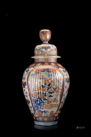 日本 十九世紀 伊萬里花鳥紋蓋瓶