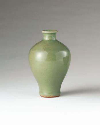 元 龙泉窑梅瓶