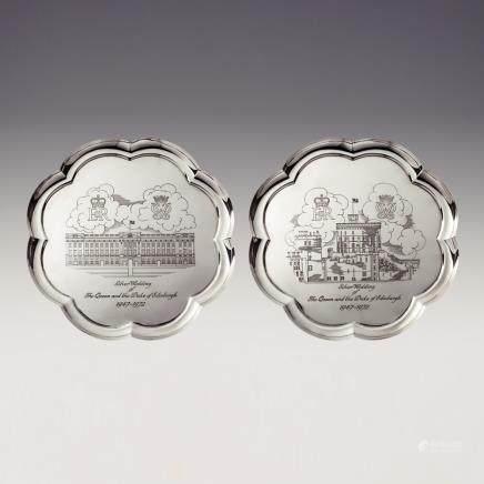 歐利文 & 巴斯福德 伊利沙白女皇銀婚紀念銀盤 2件