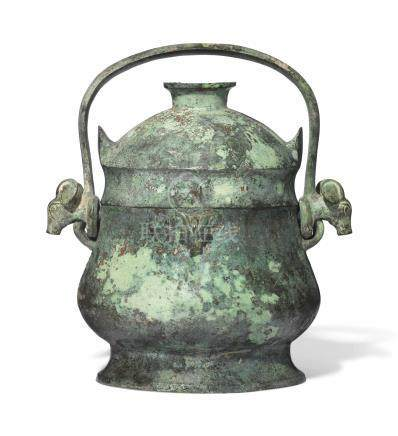A BRONZE RITUAL WINE VESSEL AND COVER, YOUEARLY WESTERN ZHOU DYNASTY (11TH-10TH CENTURY BC)