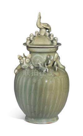 A LONGQUAN CELADON-GLAZED 'DRAGON' FUNERARY URN AND COVERSONG DYNASTY (960-1127)