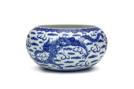 清十九世紀   青花龍紋筆洗