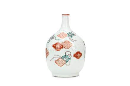 AN IMARI BOTTLE. 19th Century.