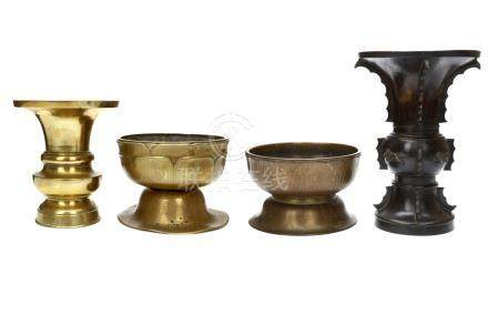 A COLLECTION OF BRONZE CENSERS AND VASES. Edo period or later.