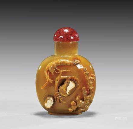 CARVED CAMEO AGATE SNUFF BOTTLE 瑪瑙雕蝦蟹紋鼻煙壺