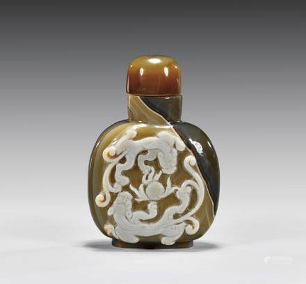 CARVED CAMEO AGATE SNUFF BOTTLE 瑪瑙雕螭龙紋鼻煙壺