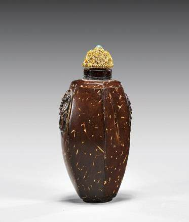 CARVED COCONUT SHELL SNUFF BOTTLE 椰殼雕雙耳鼻煙壺