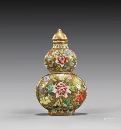 ANTIQUE PORCELAIN SNUFF BOTTLE 瓷加彩葫蘆形花卉紋鼻煙壺