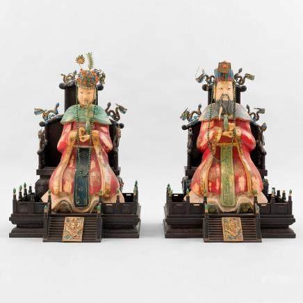 Importante pareja de Emperadores chinos entronizados. Trabajo Chino, Finales del Siglo XIX-XX