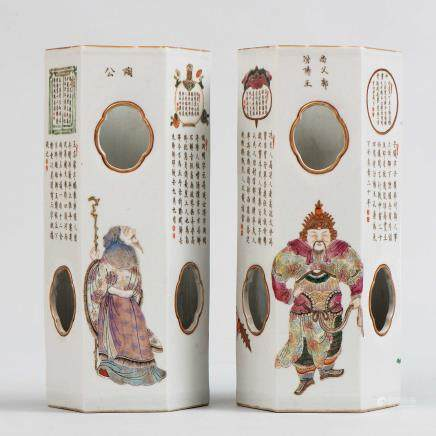 Pareja de jarrones sombrereros en porcelana china. Trabajo Chino, Siglo XX