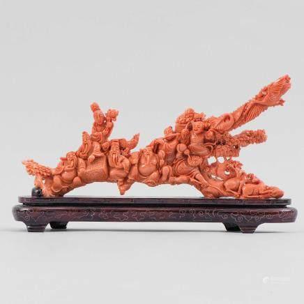 """""""Sabios de la Antigüedad con ciervos""""Importante grupo escultórico en coral rojo tallado. Trabajo Chino, Primera mitad del siglo XX"""