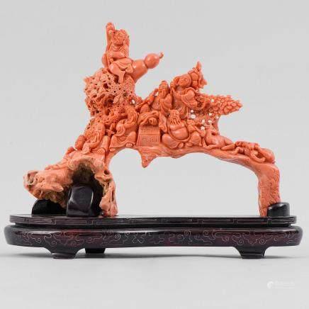 """""""Dioses de la Antigüedad"""" Importante grupo escultórico en rojo tallado. Trabajo Chino, Primera mitad del siglo XX."""
