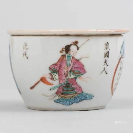 Calentador en porcelana china. Trabajo Chino, Siglo XX
