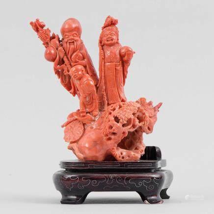 """""""Conjunto de tres Ancianos"""" Importante grupo escultórico en coral rojo. Trabajo Chino, Primera mitad del siglo XIX."""