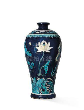 A FINELY DECORATED FAHUA 'LOTUS POND' VASE, MEIPING