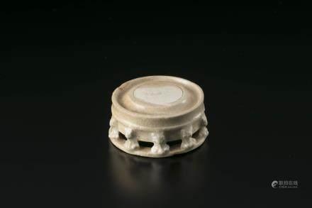 唐代白瓷多足砚