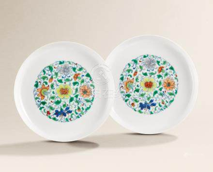 A FINE AND VERY RARE PAIR OF DOUCAI 'FLORAL MEDALLION' WASHERS