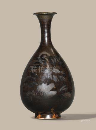 A HENAN RUSSET-PAINTED BLACK-GLAZED PEAR-SHAPED VASE, YUHUCHUNPING