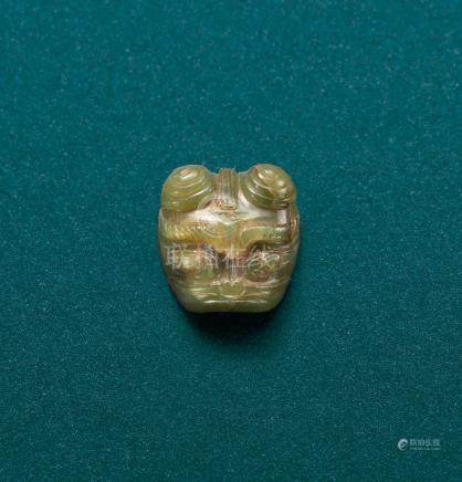 A GREEN JADE ANIMAL MASK ORNAMENT