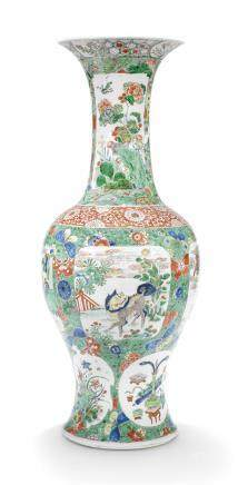 A LARGE CHINESE FAMILLE VERTE VASE