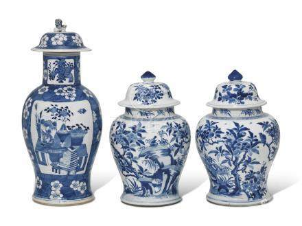 A NEAR PAIR OF CHINESE BLUE AND WHITE BALUSTER JARS AND ASSOCIATED COVERS