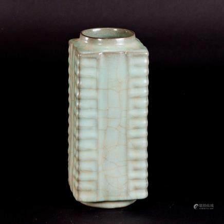 19th 官窑琮式瓶