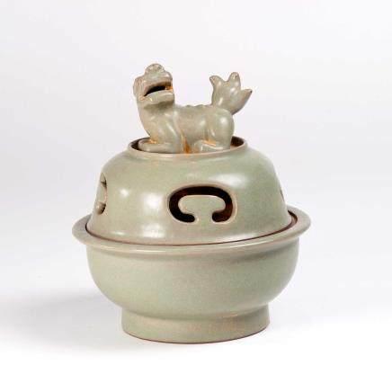 19th 青釉兽钮香炉