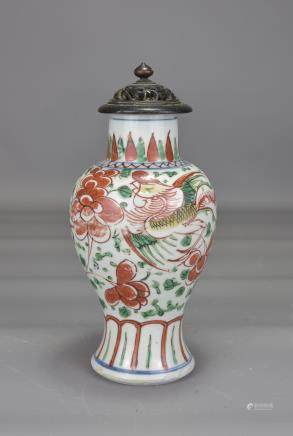 CHINESE PORCALAIN VASE WITH WOODEN LID