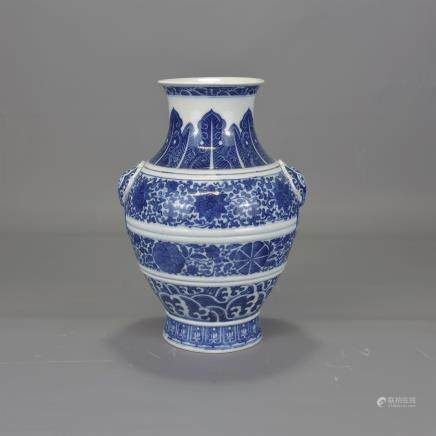 18TH/19TH C. CHINESE BLUE & WHITE PORCELAIN VASE