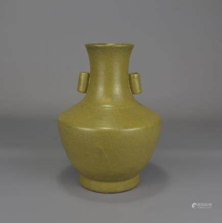 19TH CENTURY TEA DUST HU VASE