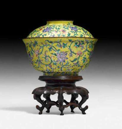 A YELLOW-GROUND PAINTED CANTON ENAMEL BOWL AND COVER.