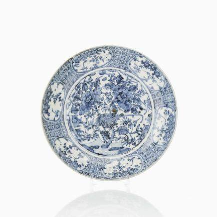 A BLUE AND WHITE SWATOW CHARGER