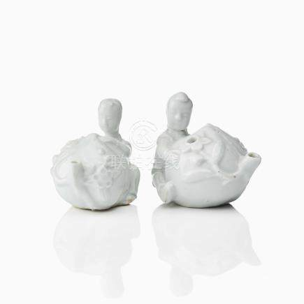 A PAIR OF DEHUA WATER DROPPERS