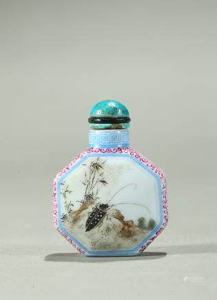 A famille rose octagonal snuff bottle