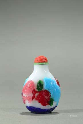 A five color overlay white glass snuff bottle