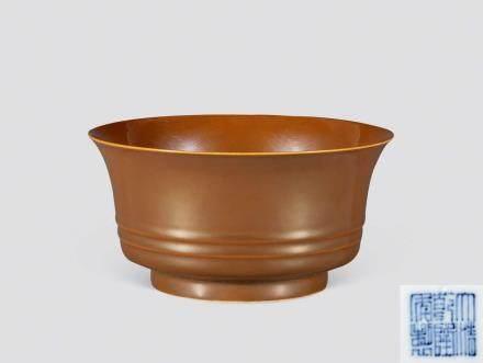 清乾隆酱釉弦纹碗