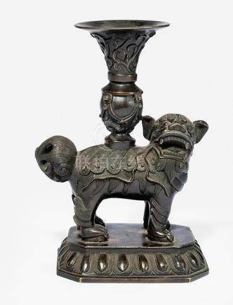 A BRONZE BUDDHIST ALTAR VASE WITH LION AND GU-SHAPED VASE, China, 18th/19th ct. - Property from an Austrian private collection, bought prior 1980 - Very slightly chipped