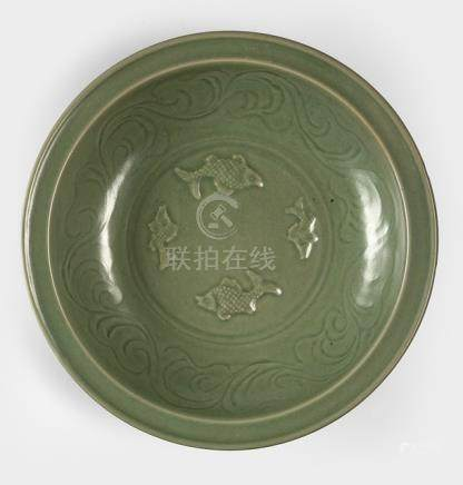 A LARGE CELADON PLATE WITH FOUR FISH, China, possibly Yuan dynasty - Property from a South German private collection, bought prior 1982 - Cf. Vgl. Krahl/Ayers 'Chinese Ceramics in the Topkapi Saray Museum', Vol. I Yuan and Ming Dynasty Celadfon Wares', London 1982, no. 64 (TKS15/230) - Good condition