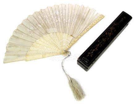 A FINE CARVED IVORY AND TEXTILE FAN, China, late Qing dynasty - Former collection Dr. Wilhelm Matth?us Lahusen (1881-1968) - Slightly damaged